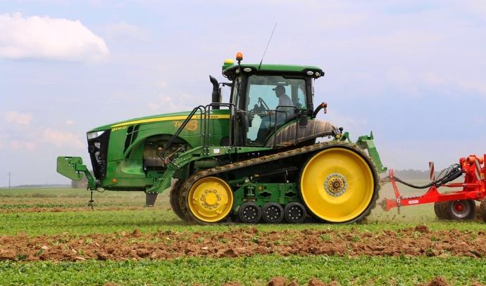 Avis d'agriculteur - John Deere 8370 à chenilles : le monstre de la série 8RT en vidéo aux champs