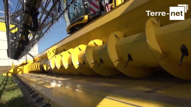 [Innov-Agri] New Holland CR 10.90 - Des mensurations extrêmes : 652 ch, 12,5 m de coupe et 14.500 litres en trémie