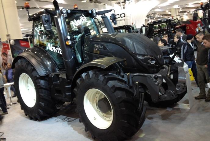 [En direct de l'Eima] Valtra - Le Finlandais dévoile ses nouveaux T : des tracteurs de 150 à 250 ch en Stage IV