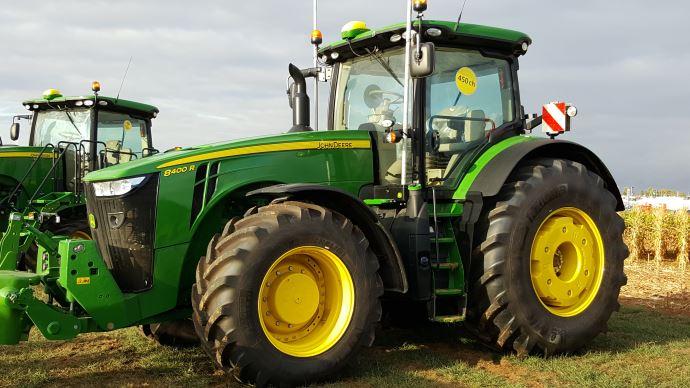 Tracteur forte puissance - John Deere 8R, maintenant jusqu'à 450 ch