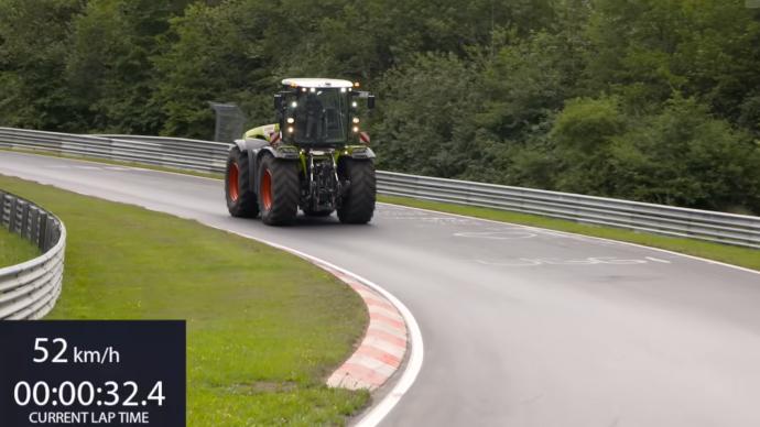 Insolite - Le Xerion de Claas fait ses débuts sur le circuit de Nürburgring