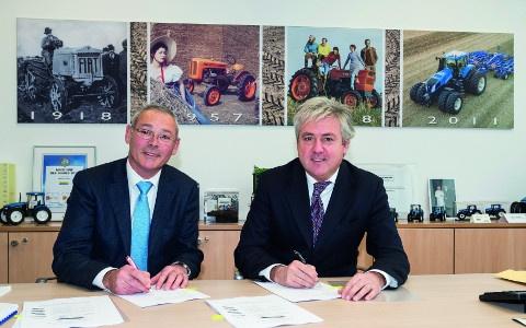 Signature de l'accord entre New Holland et Marangon