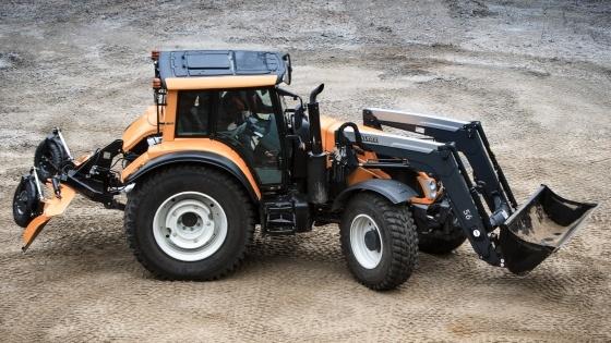 Tracteurs Valtra - Un hybride entre télescopique articulé et tracteur chargeur