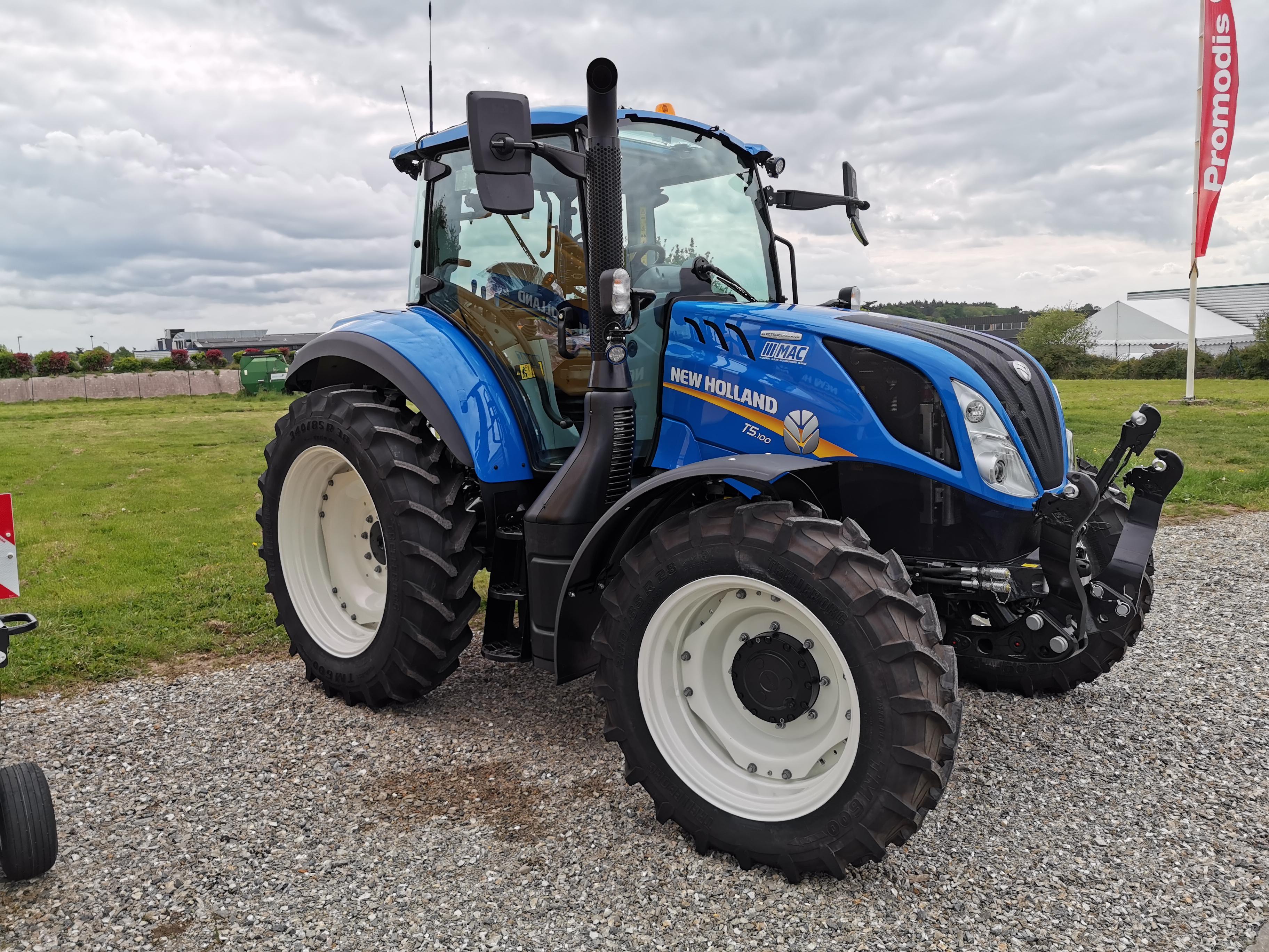 Livraison d'un tracteur New Holland T5.100